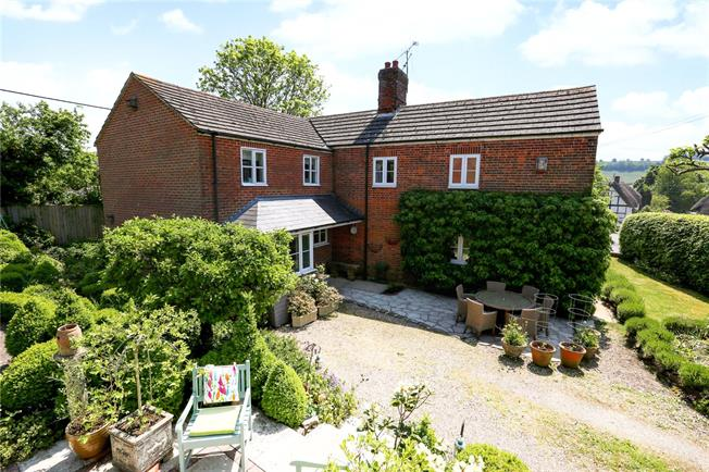 Guide Price £750,000, 4 Bedroom Detached House For Sale in Mildenhall, SN8