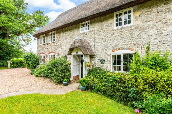Guide Price £475,000, 3 Bedroom Semi Detached House For Sale in Pewsey, Wiltshire, SN9