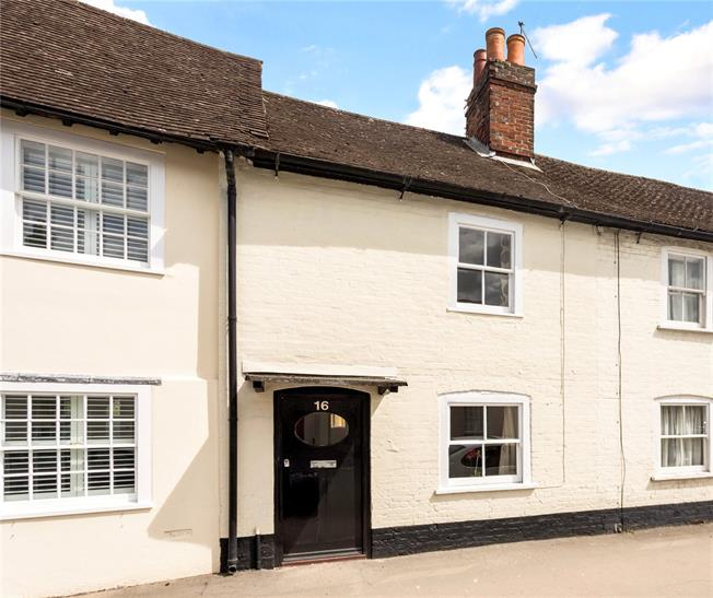 Guide Price £280,000, 3 Bedroom Semi Detached House For Sale in Marlborough, SN8