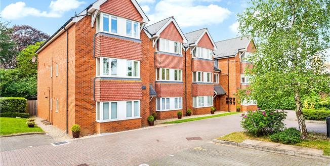 Asking Price £250,000, 2 Bedroom Flat For Sale in Marlborough, SN8