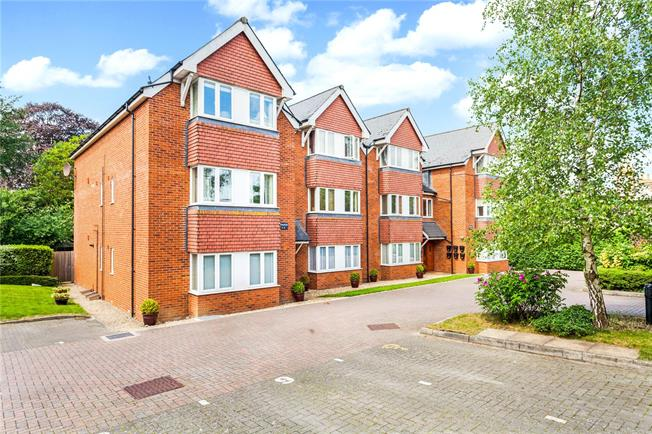 Asking Price £235,000, 2 Bedroom Flat For Sale in Marlborough, Wiltshire, SN8