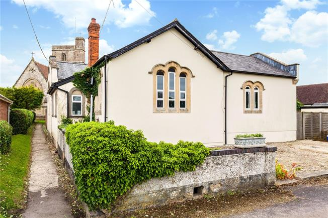 Guide Price £550,000, 2 Bedroom Detached House For Sale in Devizes, Wiltshire, SN10