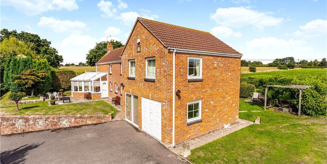 Guide Price £695,000, 4 Bedroom Detached House For Sale in Market Lavington, SN10