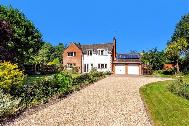 Guide Price £650,000, 4 Bedroom Detached House For Sale in Etchilhampton, SN10
