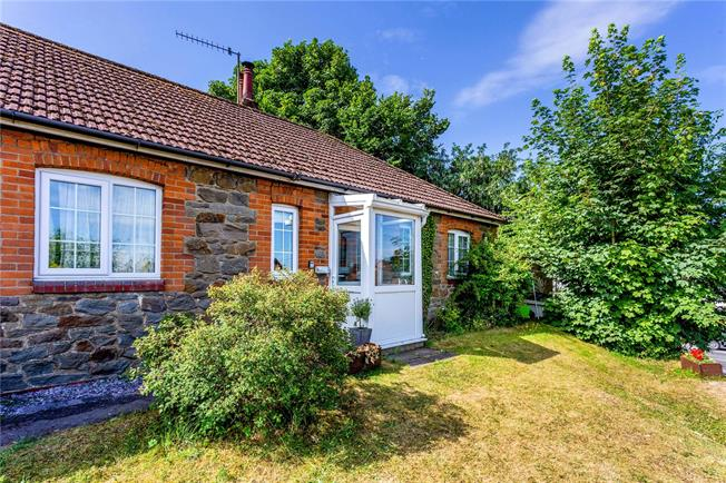 Guide Price £250,000, 2 Bedroom Bungalow For Sale in Marlborough, SN8