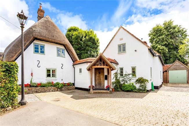 Guide Price £975,000, 4 Bedroom Detached House For Sale in Wilton, SN8