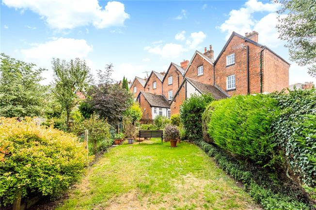 Guide Price £265,000, 3 Bedroom Terraced House For Sale in Marlborough, SN8