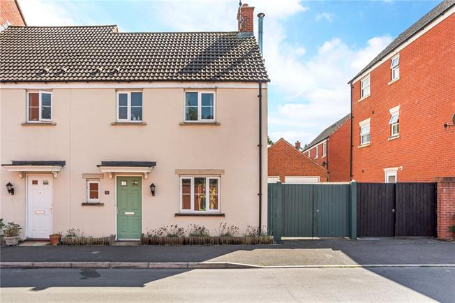 Guide Price £280,000, 3 Bedroom Terraced House For Sale in Pewsey, SN9