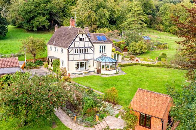 Guide Price £950,000, 5 Bedroom Detached House For Sale in Devizes, SN10