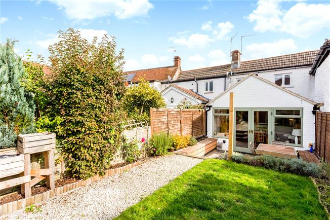 Guide Price £275,000, 2 Bedroom Terraced House For Sale in Aldbourne, SN8
