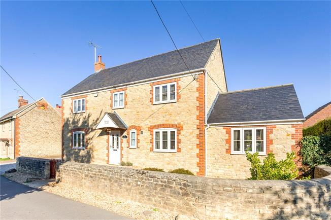 Guide Price £625,000, 5 Bedroom Detached House For Sale in Blunsdon, SN26