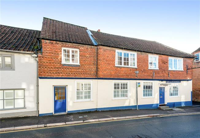 Guide Price £290,000, 3 Bedroom Terraced House For Sale in Market Lavington, SN10