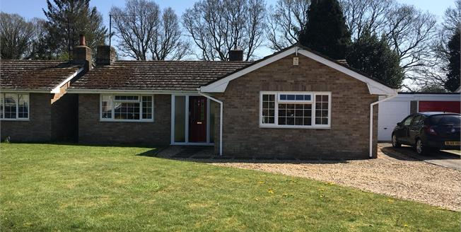 Guide Price £440,000, 3 Bedroom Garage For Sale in Burbage, SN8