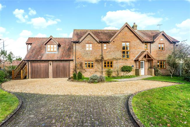 Guide Price £675,000, 5 Bedroom Detached House For Sale in East Grafton, SN8