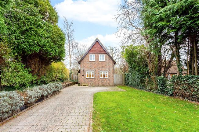 Guide Price £450,000, 2 Bedroom Detached House For Sale in Wiltshire, SN8