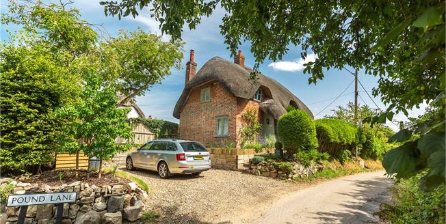 Guide Price £395,000, 2 Bedroom Detached House For Sale in Oare, SN8