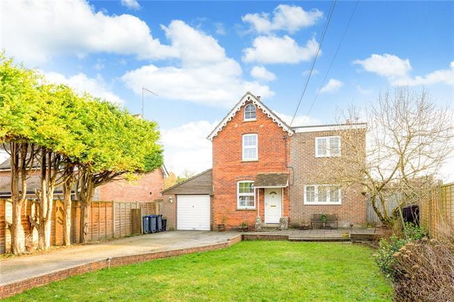 Guide Price £425,000, 4 Bedroom Detached House For Sale in Collingbourne Ducis, SN8