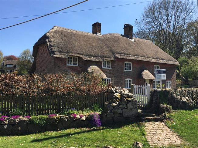 Guide Price £585,000, 3 Bedroom Detached House For Sale in Wiltshire, SN8