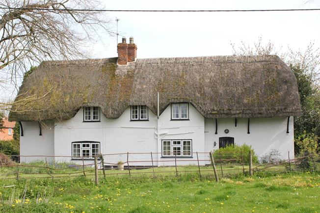 Guide Price £500,000, 4 Bedroom Detached House For Sale in Wiltshire, SN10