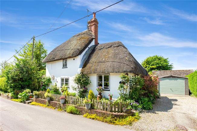Guide Price £450,000, 2 Bedroom Detached House For Sale in Manningford Bruce, SN9