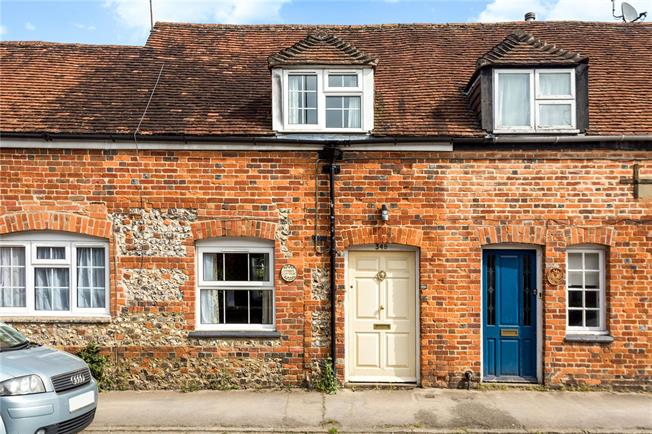Guide Price £300,000, 2 Bedroom Terraced House For Sale in Ramsbury, SN8