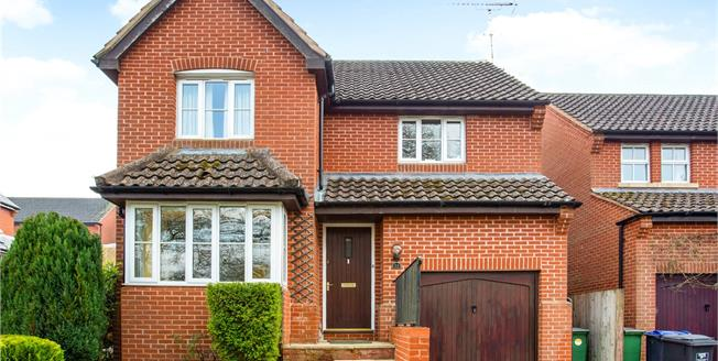 Guide Price £385,000, 3 Bedroom Detached House For Sale in Pewsey, SN9