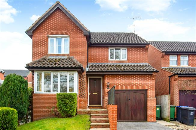 Guide Price £400,000, 3 Bedroom Detached House For Sale in Pewsey, SN9