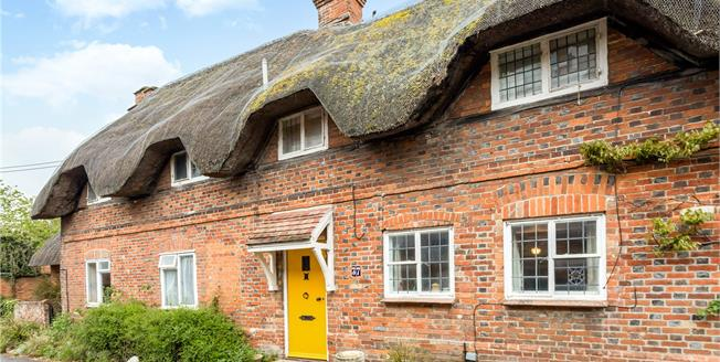 Guide Price £325,000, 2 Bedroom Terraced House For Sale in Great Bedwyn, SN8