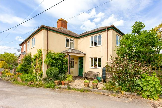 Guide Price £395,000, 3 Bedroom Semi Detached House For Sale in Honeystreet, SN9