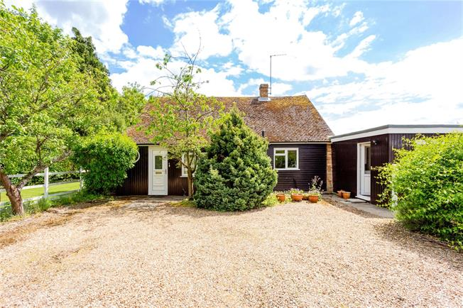 Guide Price £550,000, 3 Bedroom Bungalow For Sale in Wiltshire, SN9