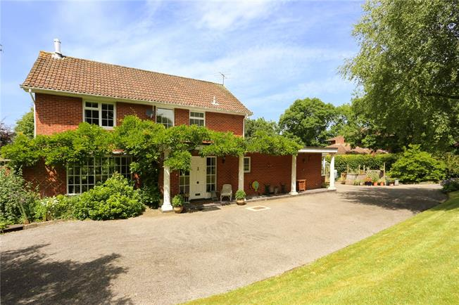Guide Price £850,000, 4 Bedroom Detached House For Sale in Lockeridge, SN8