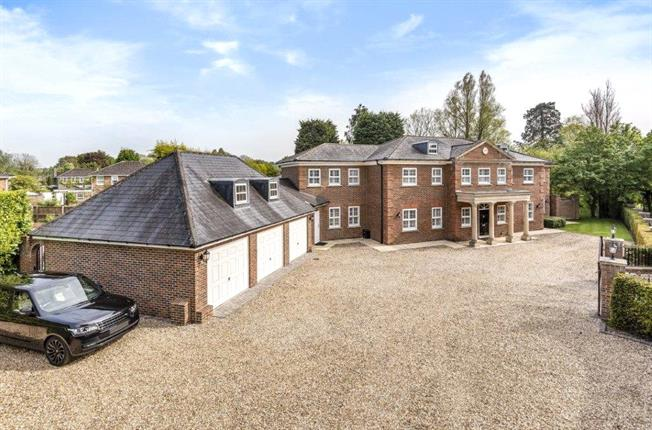 Guide Price £2,000,000, 6 Bedroom Detached House For Sale in Swindon, SN3