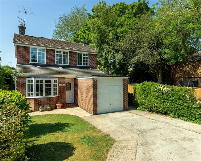 Guide Price £650,000, 3 Bedroom Detached House For Sale in Marlborough, SN8