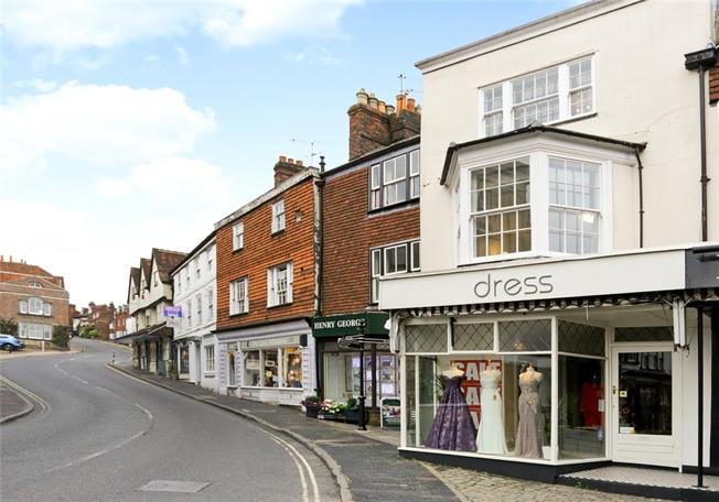 Guide Price £345,000, 2 Bedroom Flat For Sale in Marlborough, SN8