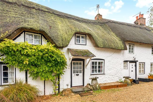 Guide Price £325,000, 2 Bedroom Terraced House For Sale in Marlborough, Wiltshire, SN8