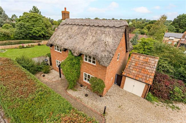 Guide Price £450,000, 4 Bedroom Detached House For Sale in Cherhill, SN11