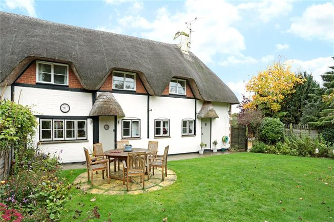 Guide Price £440,000, 3 Bedroom Semi Detached House For Sale in Burbage, SN8