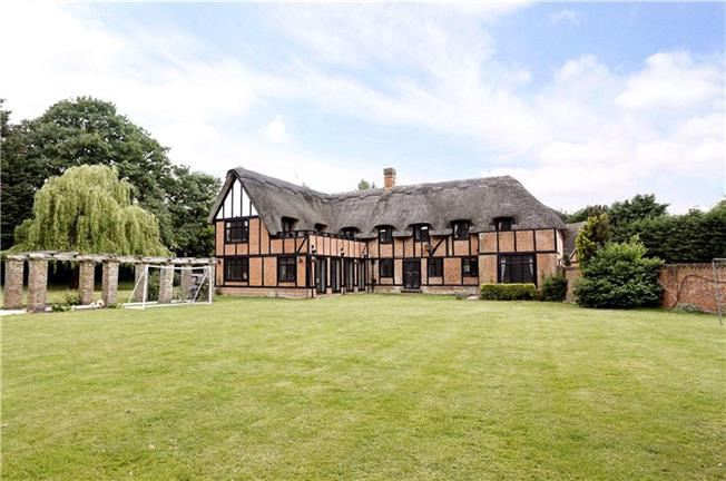 Guide Price £1,895,000, 6 Bedroom Detached House For Sale in Maidenhead, Berkshire, SL6