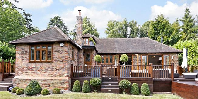 Asking Price £1,100,000, 4 Bedroom Detached House For Sale in Marlow, SL7