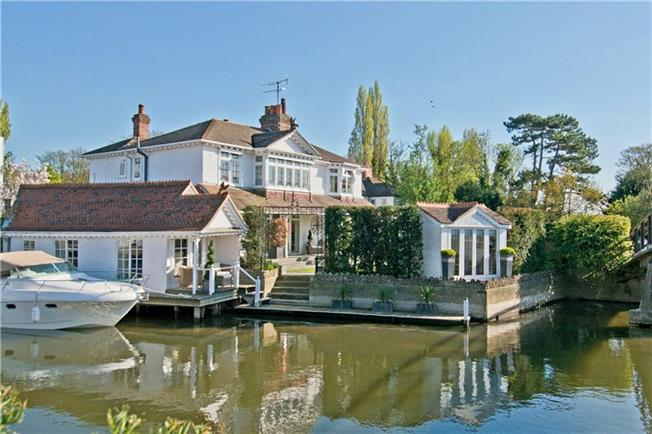 Guide Price £1,999,500, 5 Bedroom Semi Detached House For Sale in Marlow, SL7