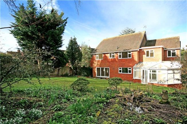Guide Price £1,150,000, 5 Bedroom Detached House For Sale in Buckinghamshire, SL8