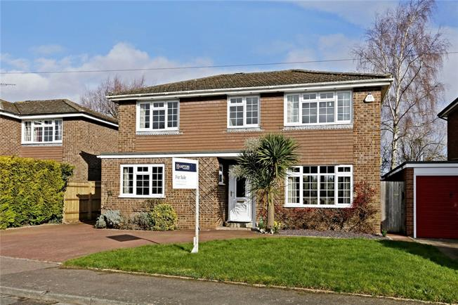 Guide Price £800,000, 4 Bedroom Detached House For Sale in Marlow, SL7