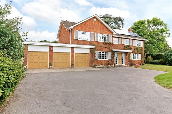 Guide Price £1,195,000, 6 Bedroom Detached House For Sale in Bourne End, SL8