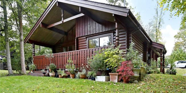 Asking Price £385,000, 2 Bedroom Bungalow For Sale in Marlow, SL7