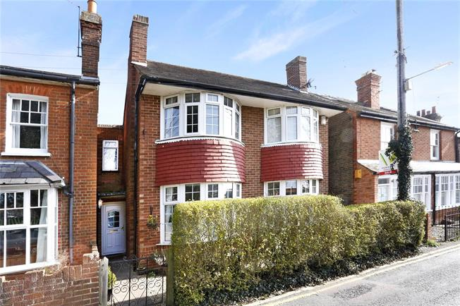 Guide Price £565,000, 2 Bedroom Semi Detached House For Sale in Marlow, SL7