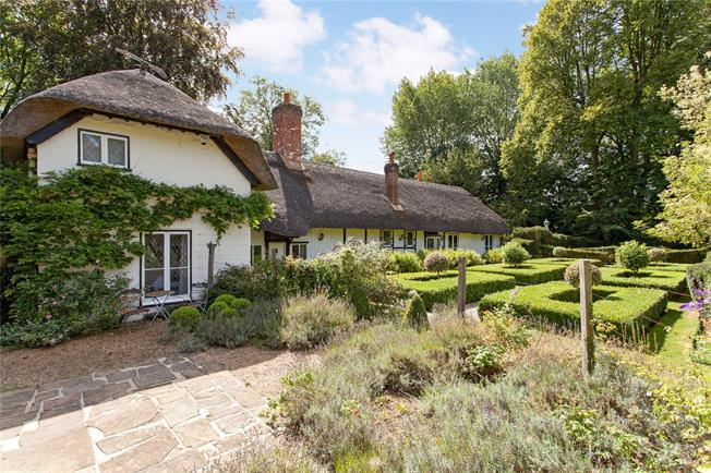 Guide Price £1,450,000, 4 Bedroom Detached House For Sale in Bourne End, SL8