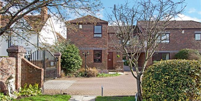 Guide Price £675,000, 3 Bedroom Terraced House For Sale in Marlow, SL7