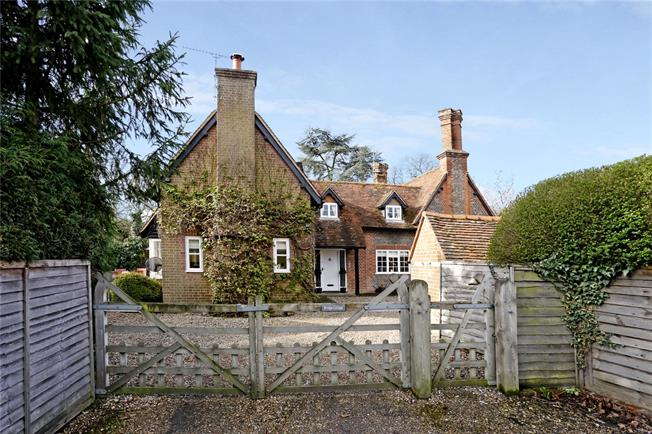 Guide Price £899,950, 3 Bedroom Semi Detached House For Sale in Marlow, SL7