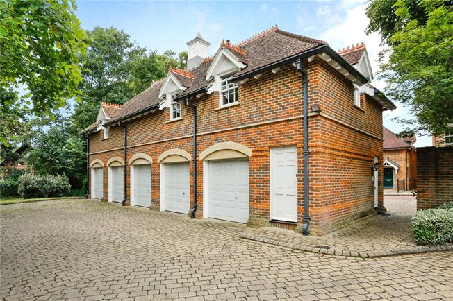 Guide Price £549,950, 2 Bedroom Flat For Sale in Marlow, SL7