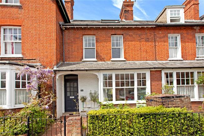 Guide Price £745,000, 3 Bedroom Terraced House For Sale in Marlow, SL7